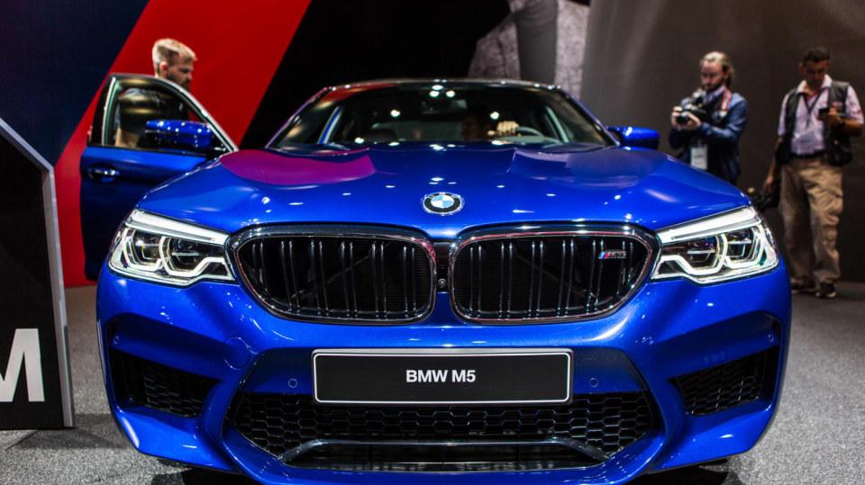Novinky BMW na stánku ve Frankfurtu. 11
