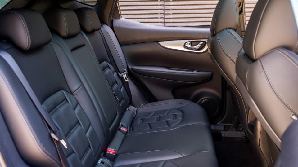 Nissan vylepšil interiér Qashqaie. 11