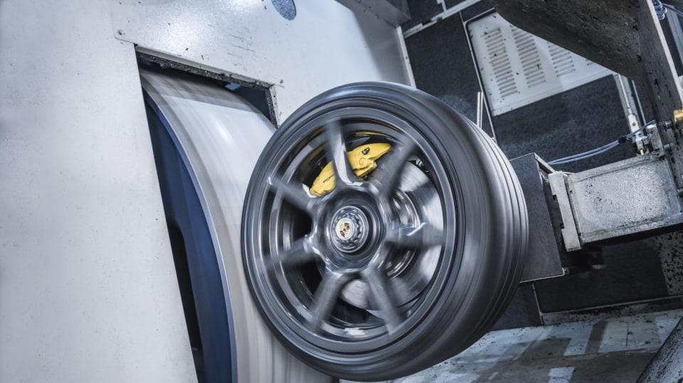 Porsche vyvinulo extrémně lehká a pevná kola. Stojí ale raketu 2