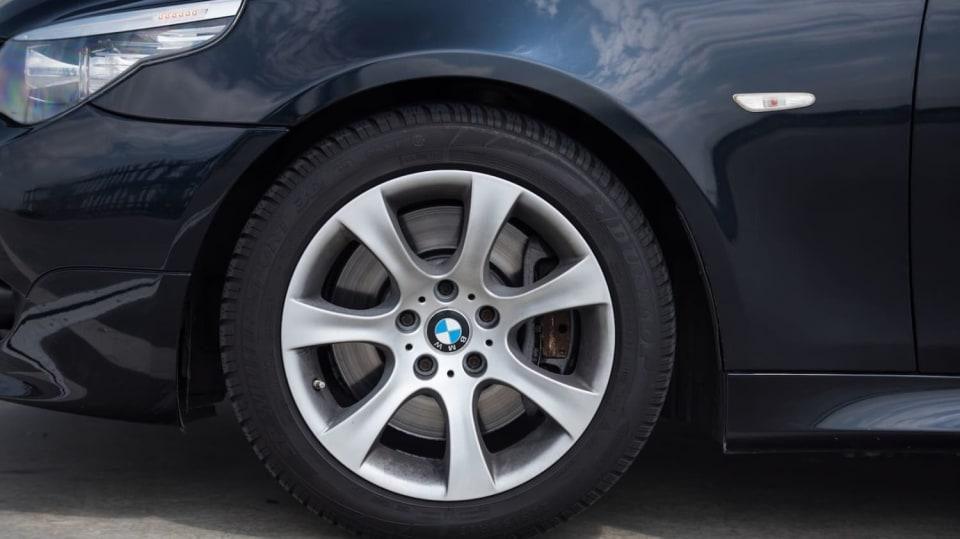 BMW 530i E60 exteriér 3