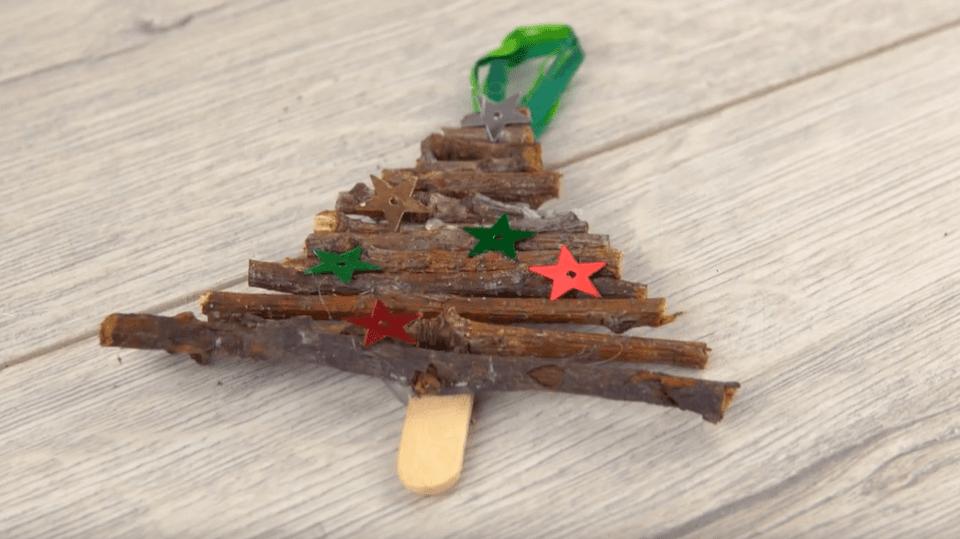 Ozdoba na vánoční stromek z větviček