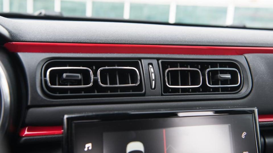 Citroën C3 1.2 PureTech interiér 4