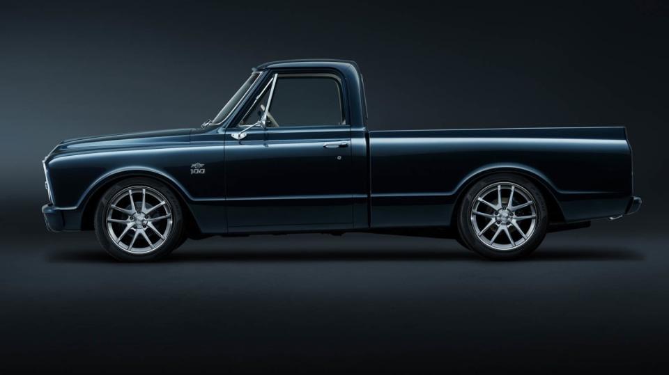 Chevrolet perfektně zrestauroval model C-10 z roku 1967. 5