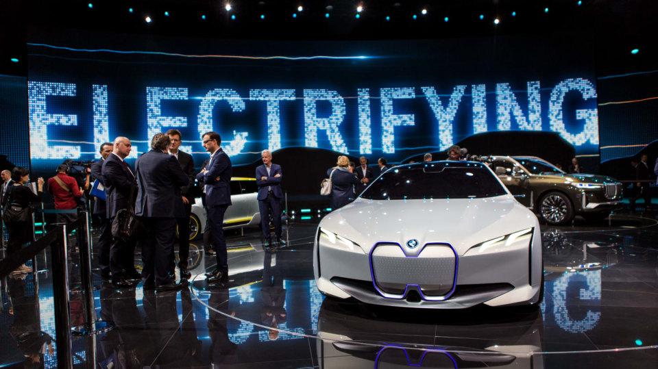 Působivé koncepty BMW na stánku ve Frankfurtu 9