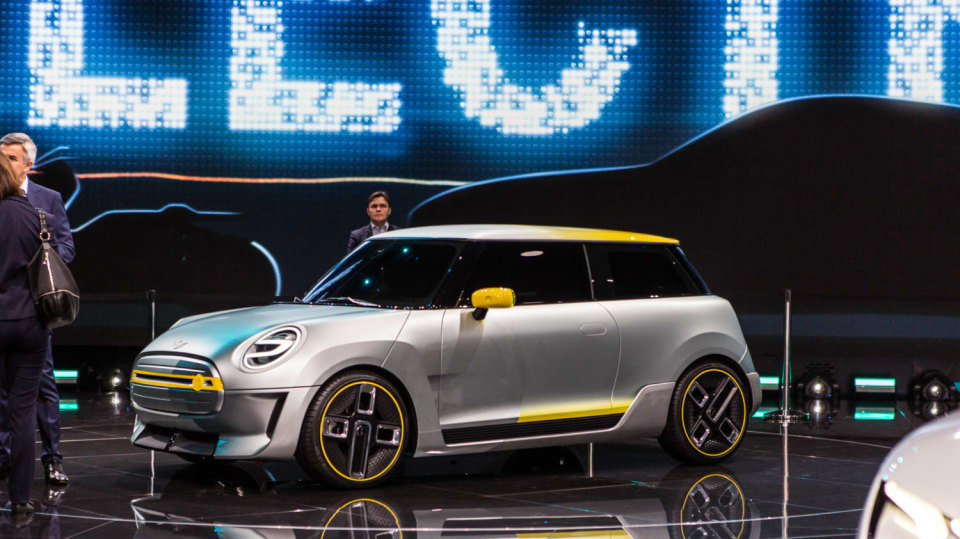 Působivé koncepty BMW na stánku ve Frankfurtu 13