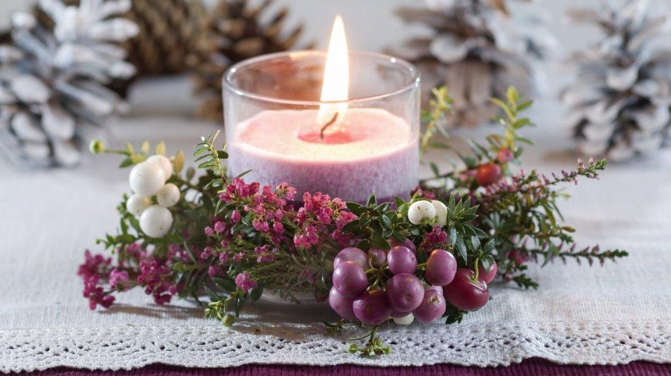 Vánoční dekorace z vřesu, vřesovce a pernetie