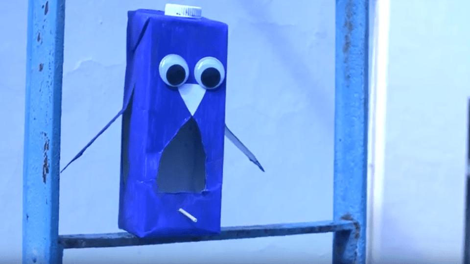 Krmítko pro ptáčky z krabice od mléka