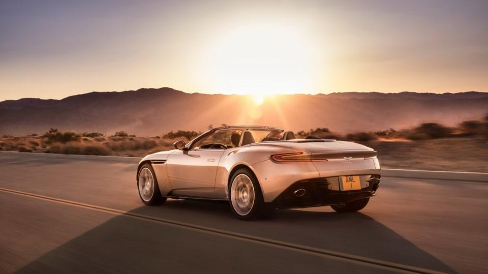 Nádherný roadster Aston Martin DB11 Volante. 3