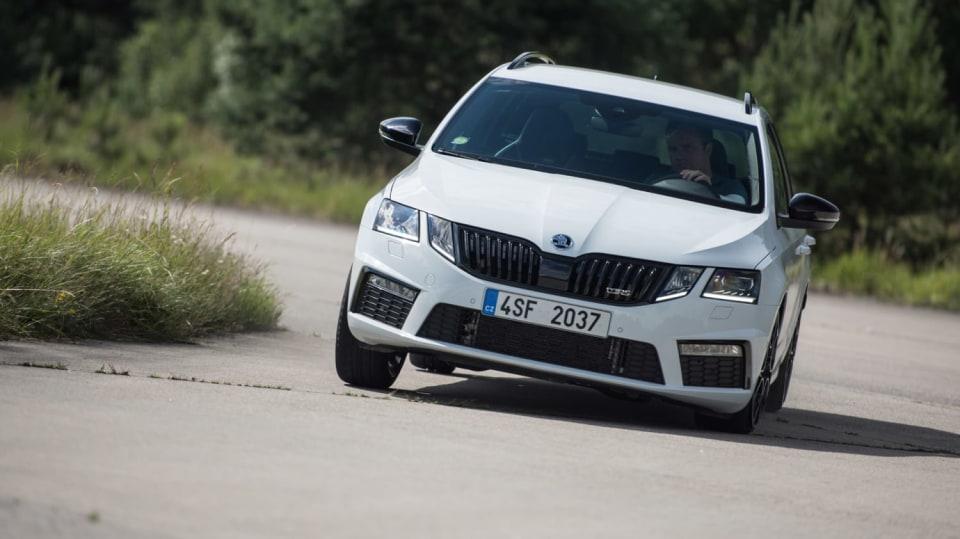 Nová Škoda Octavia RS 245 v pohybu. 4