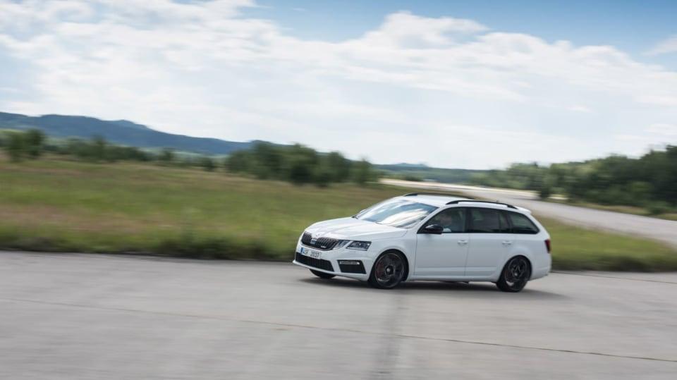 Nová Škoda Octavia RS 245 v pohybu. 3