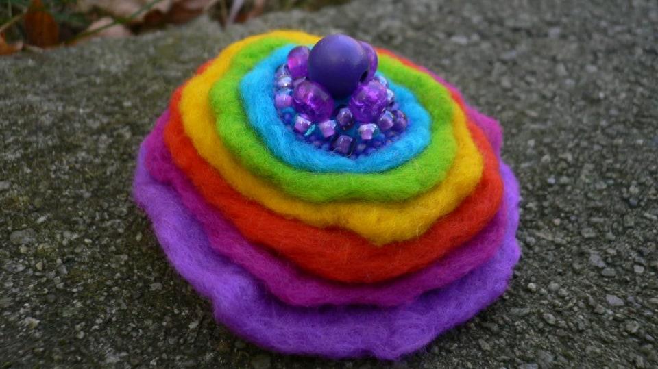 Jak uplstit barevnou brož mokrou cestou 1