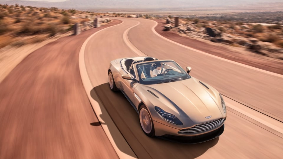 Nádherný roadster Aston Martin DB11 Volante. 7
