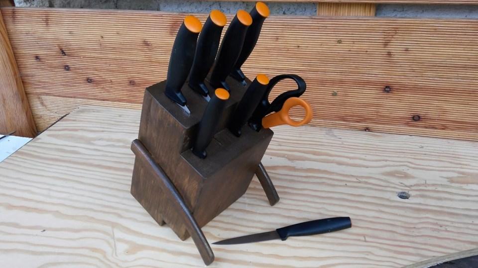 Jednoduchý stojánek na nože 9
