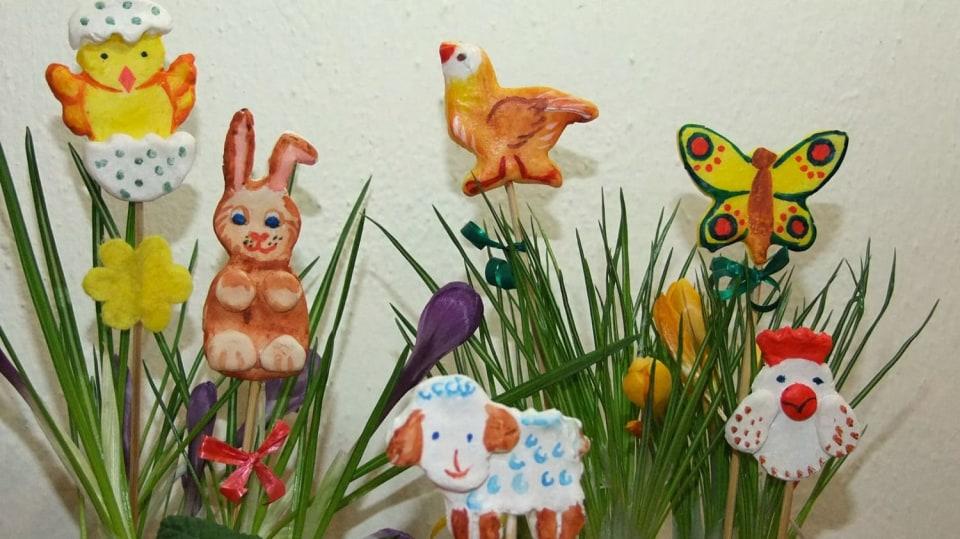 Veselé jarní dekorace: Velikonoční zapichovátka do květináčů z modelitu