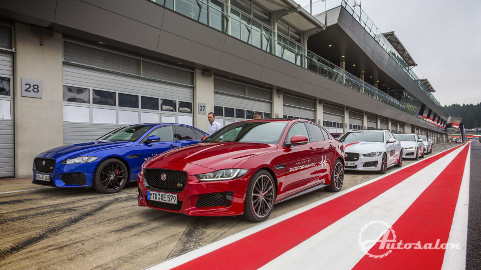 Jaguar - palba na okruhu 4