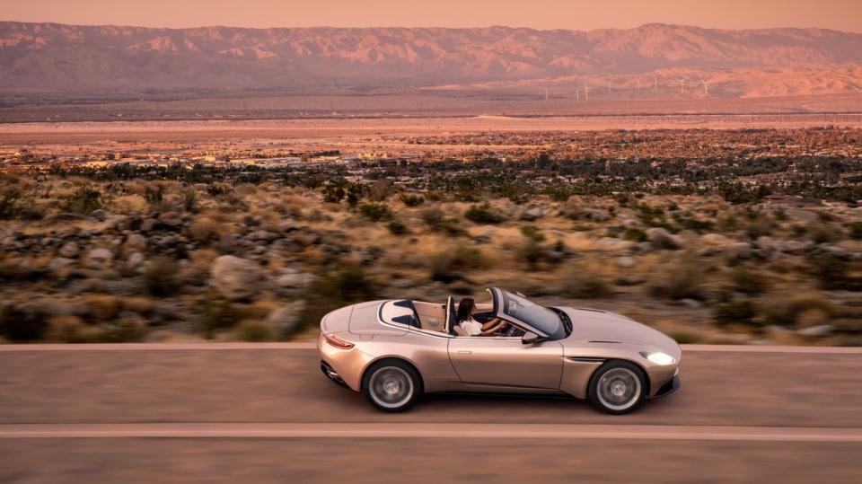 Nádherný roadster Aston Martin DB11 Volante. 5