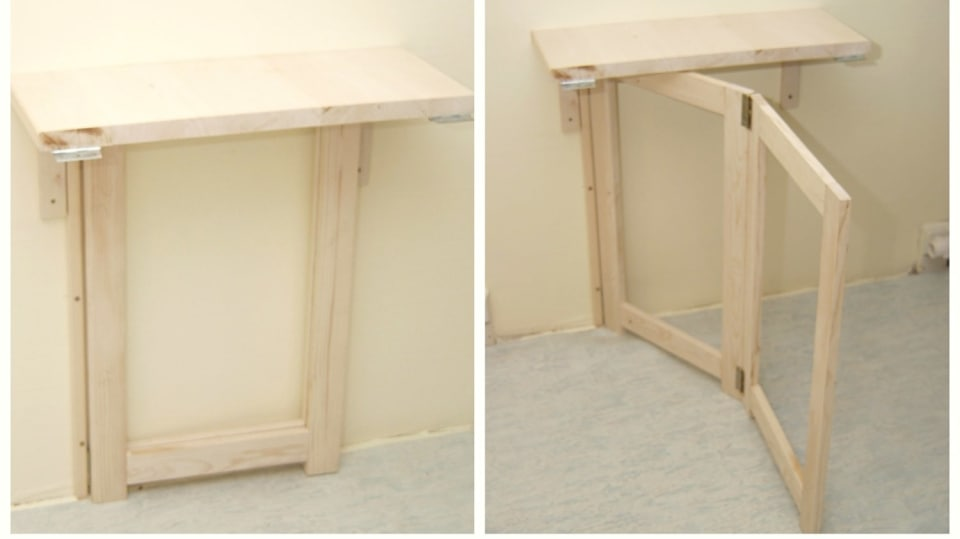 Sklopný stolek: připevníme pevnou část stolu a podpěrnou nohu