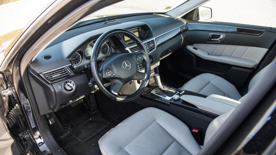 Mercedes-Benz E220 CDI interiér 5