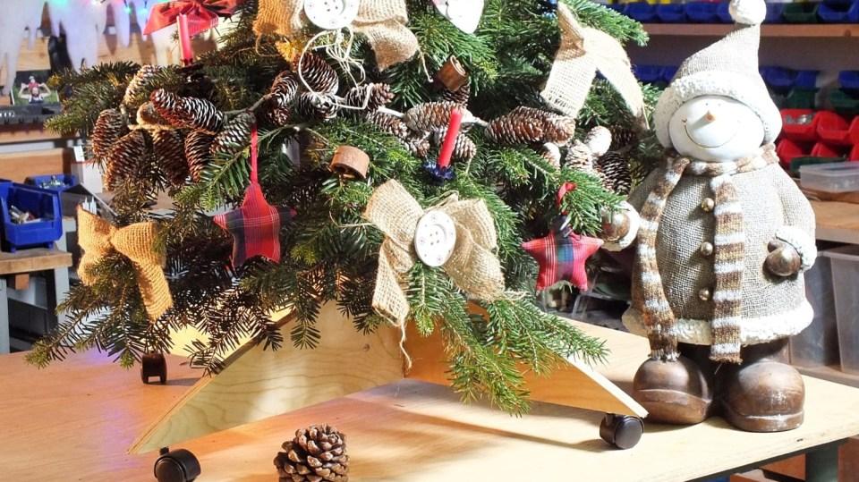Skládací stojánek na stromeček