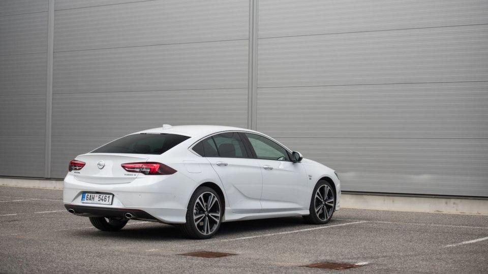 Opel Insignia Grand Sport 2.0 Turbo 4x4 exteriér 11