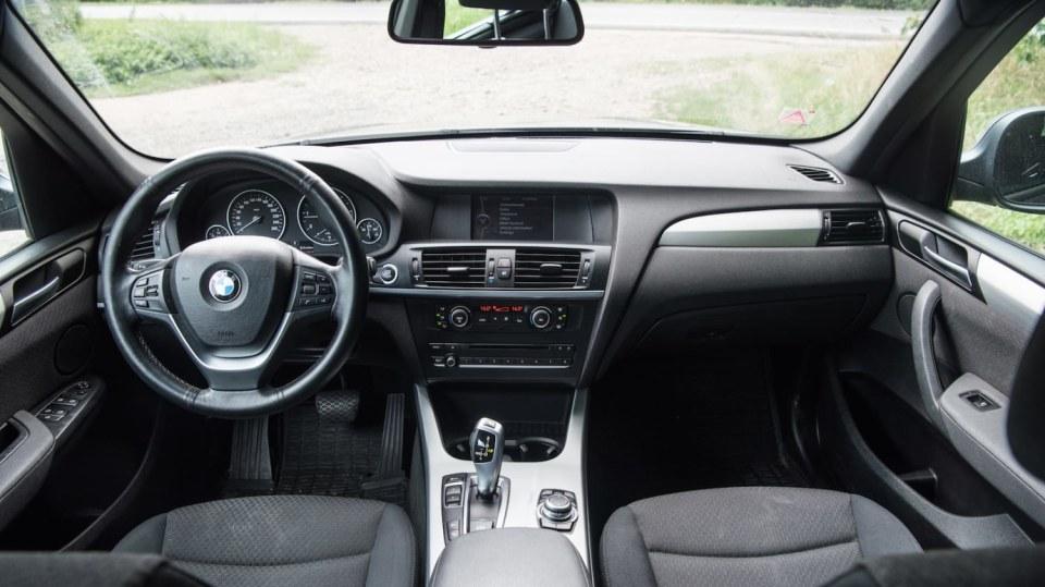 BMW X3 xDrive20d interiér 8