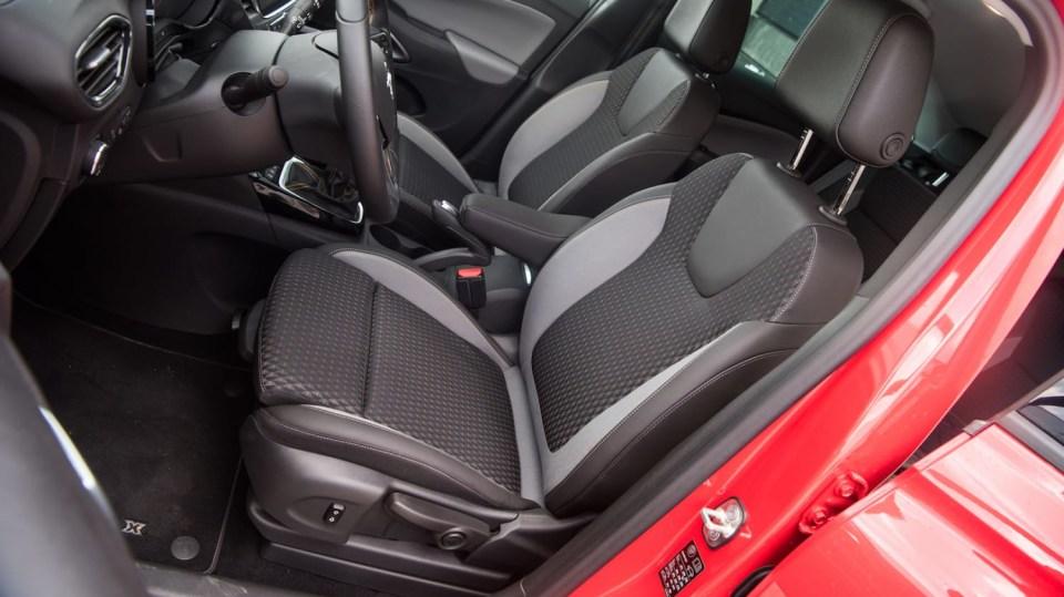 Opel Crossland X interiér 10