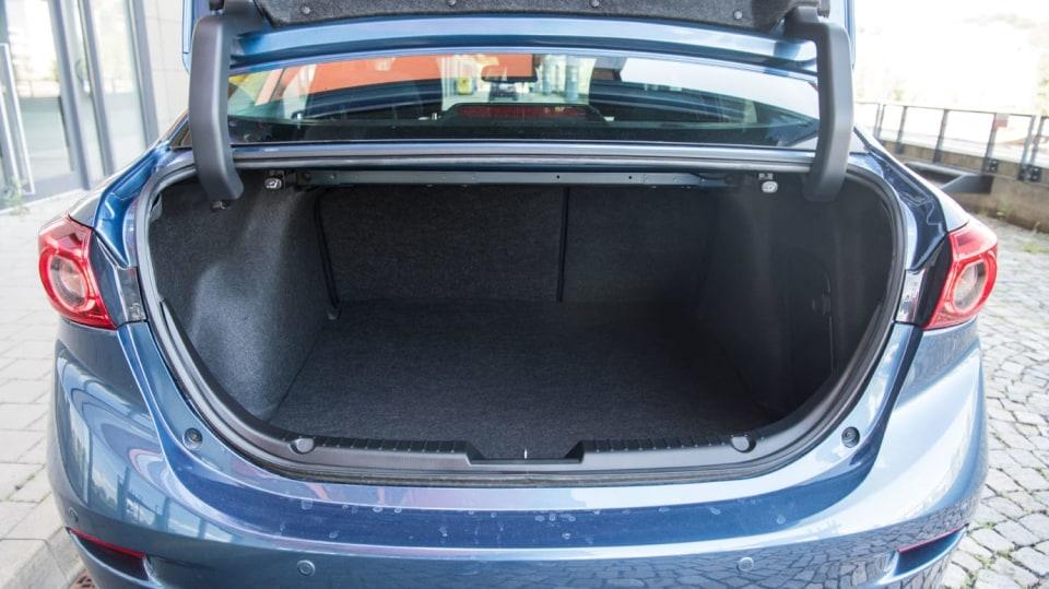 Mazda 3 Sedan po faceliftu 13