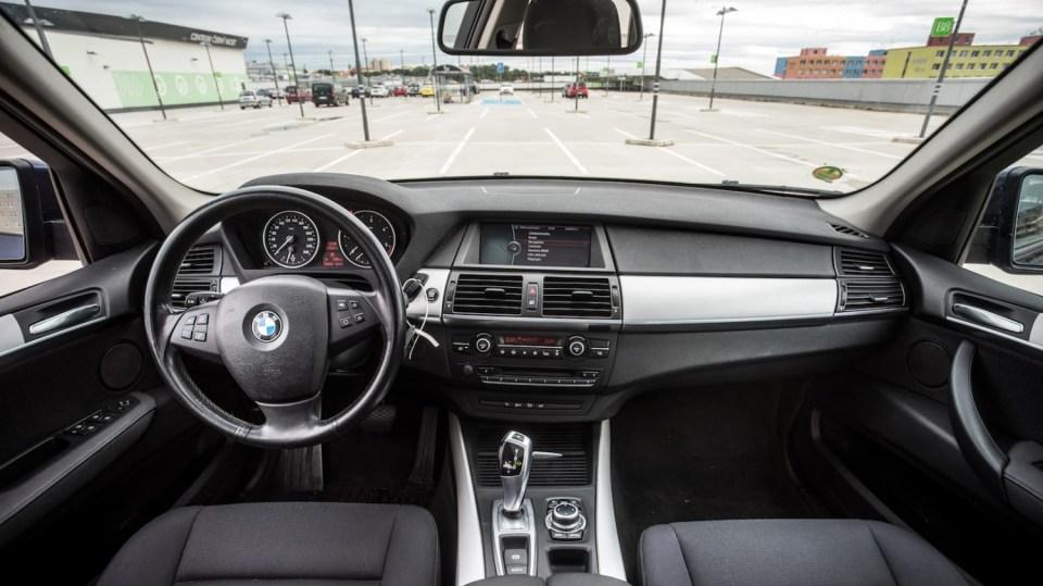 BMW X5 xDríve30d interiér 11