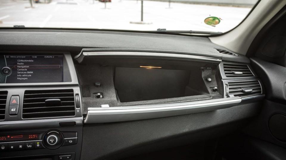 BMW X5 xDríve30d interiér 13