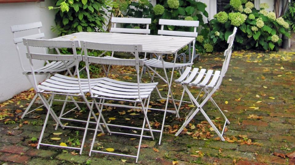 Podzimní péče o zahradní nábytek  3