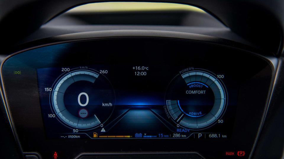 BMW i8 Protonic Frozen v matně černém laku. 11