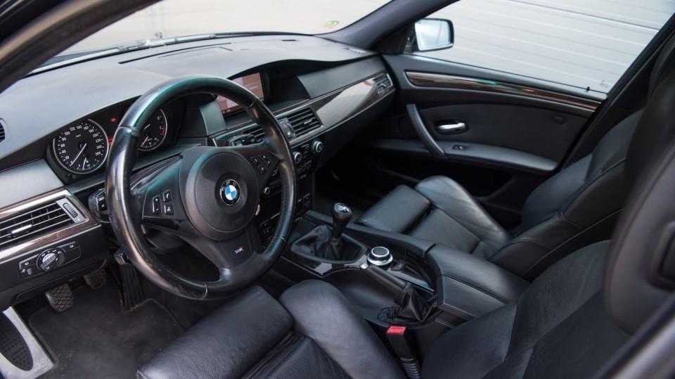 BMW 530i E60 interiér 4