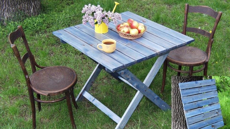 Originální skládací zahradní stůl