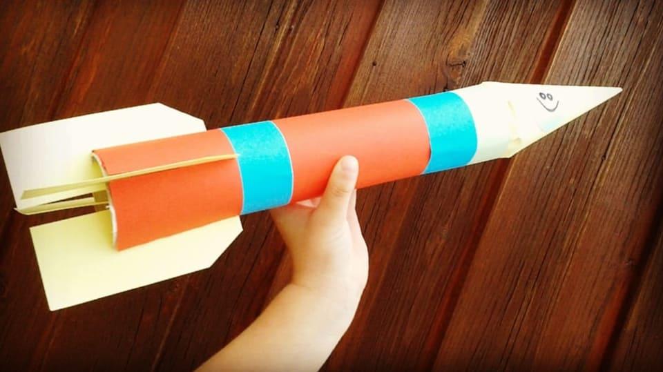 Jak vyrobit papírovou raketu pro budoucí kosmonauty nebo astronauty 4