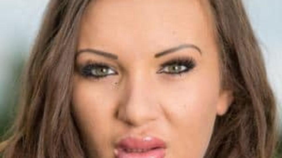 Hannah Page si myslí, že má nejkrásnější rty v Británii.