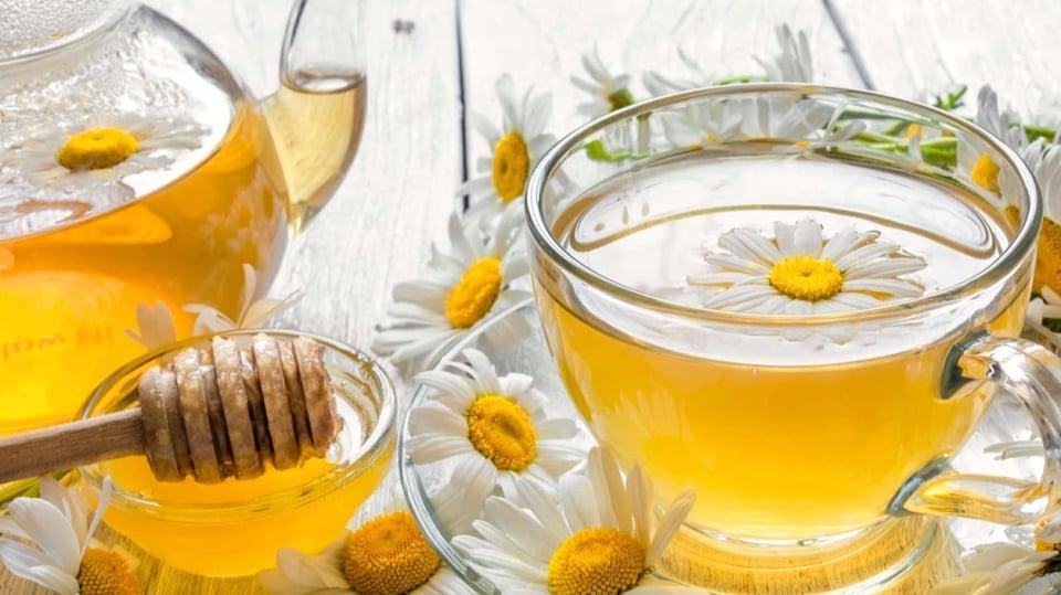 Heřmánkový čaj s kapkou medu vás uklidní