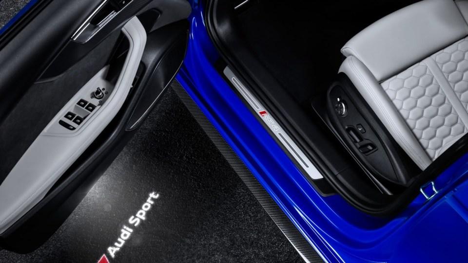 Audi RS4 Avant 15