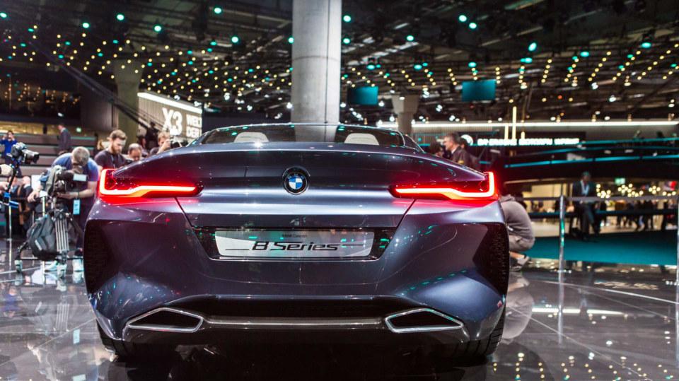 Působivé koncepty BMW na stánku ve Frankfurtu 18