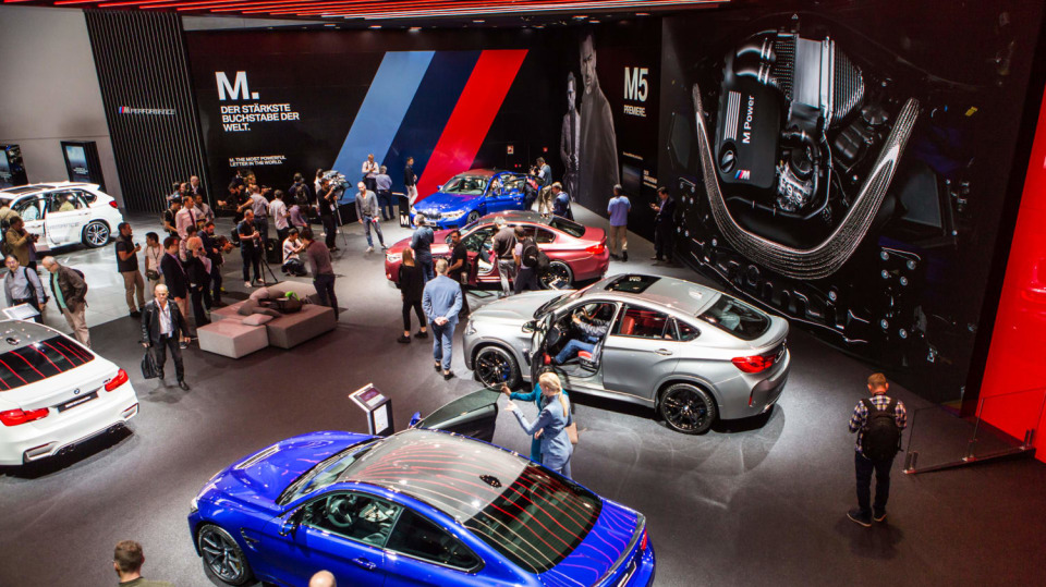Novinky BMW na stánku ve Frankfurtu. 8
