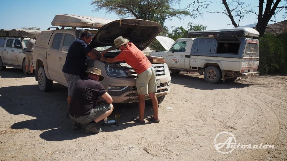 Měníme vzduchový filtr -  po písečných dunách nutnost