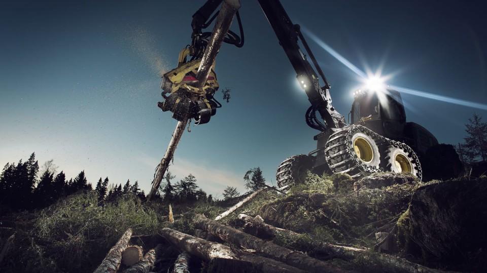 Působivá technika pro lesní těžbu. Většinou obouvá Nokiany. 3