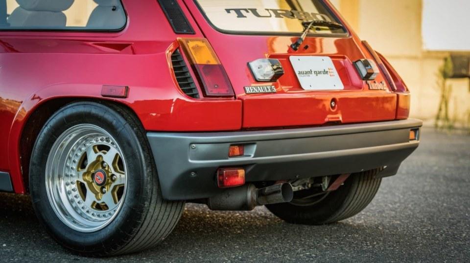 Renault 5 Turbo ve vzácné verzi Evolution. 28
