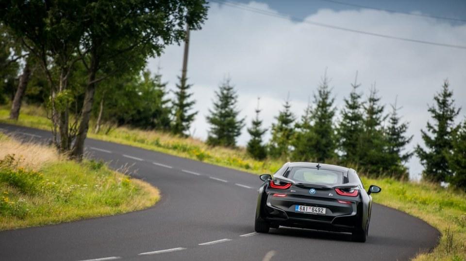 Provětrali jsme hybridní BMW i8 v edici Protonic Frozen. 5