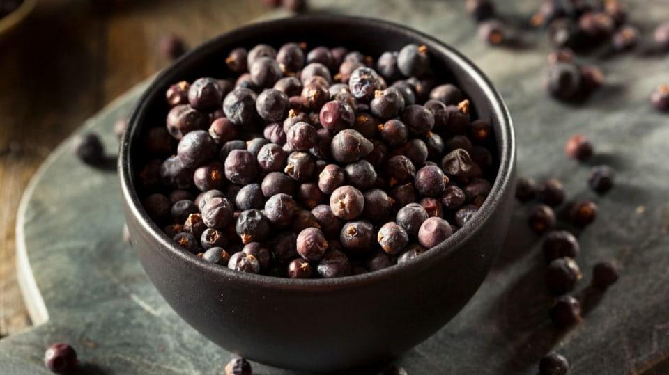 Rychlé hubnutí s jalovcem: jalovec je oblíbené koření do masových pokrmů