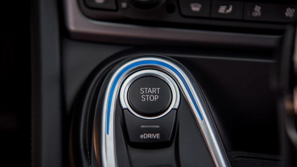 BMW i8 Protonic Frozen v matně černém laku. 14