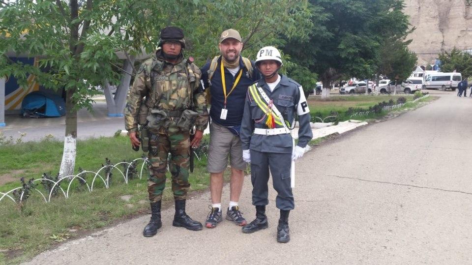 Jan Říha s bolivisjkými pořádkovými silami