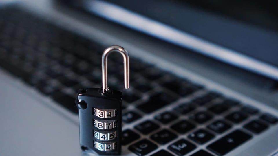 Kdo vládne internetu a kdo zajišťuje jeho bezpečnost?