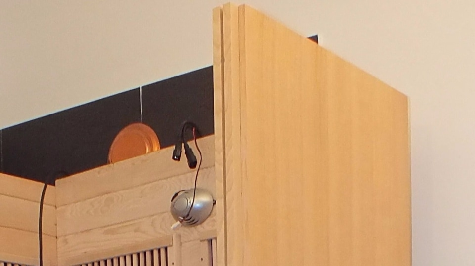 Korpus je složený z panelů