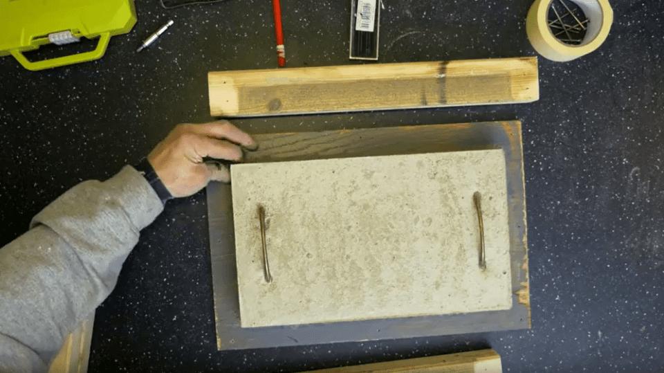Odstraňte dřevěnou formu