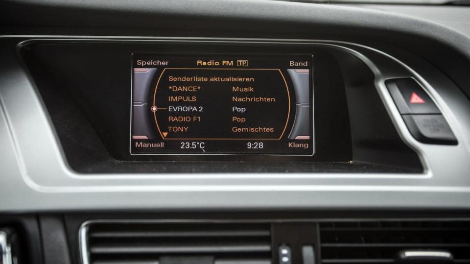 Audi A4 Allroad 2.0 TDI CR interiér 9